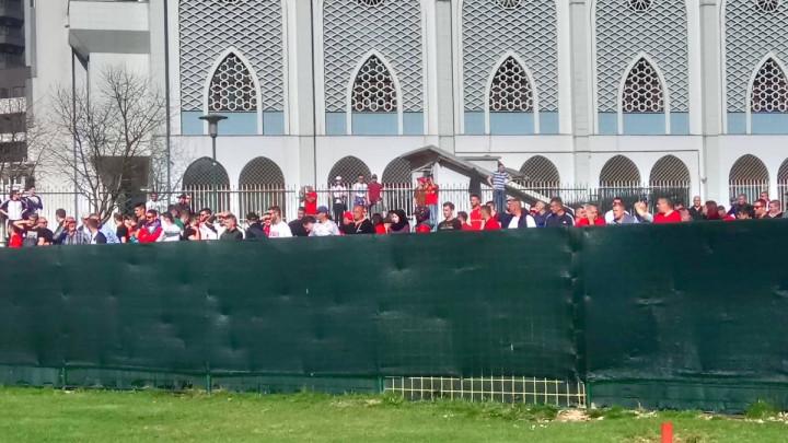 Navijači FK Velež ne biraju načine kako gledati utakmicu