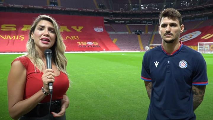 Mirtin dekolte ponovo u centru pažnje, ali je igrač Hajduka došao spreman