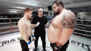 Majstor kineskih borilačkih vještina izazvao zvijer od 220 kilograma: Na kraju su ga morali buditi