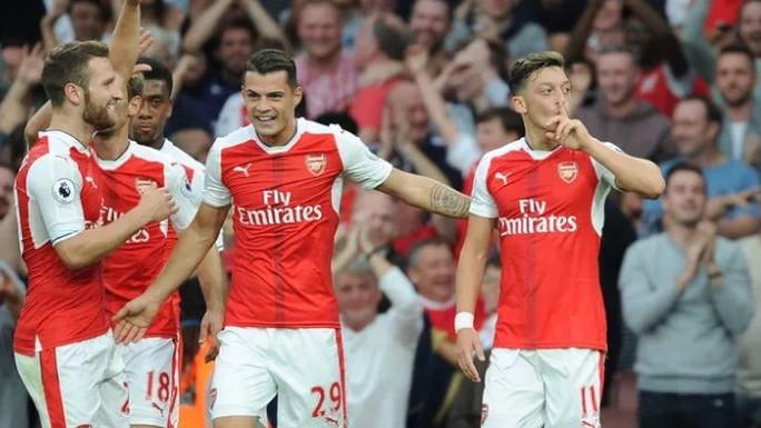 Ode Wenger, a za njim i dvojica fudbalera: Arsenal ih mijenja igračima iz Championshipa
