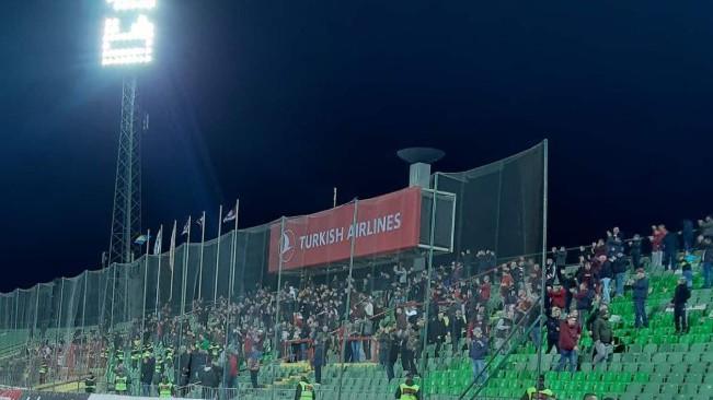 Navijači FK Sarajevo nisu htjeli da napuste stadion dok nisu dočekali Ahmetovića