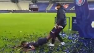 Dvojac iz PSG-a na neobičan način proslavio trofej