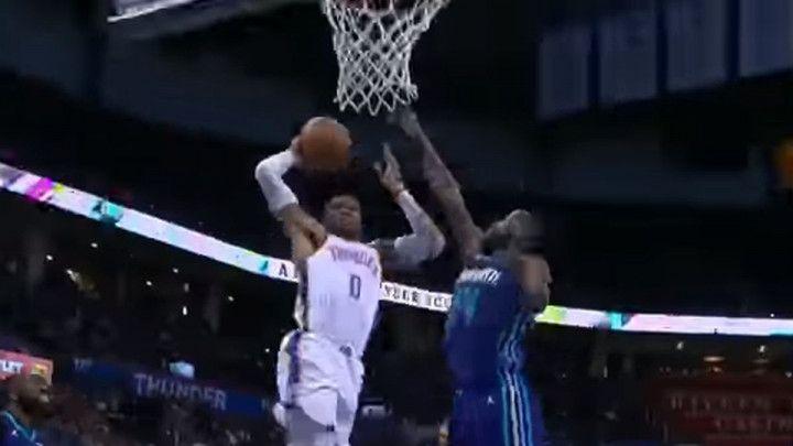 """Westbrook za tri sekunde """"prekucao"""" odbranu Stršljena"""