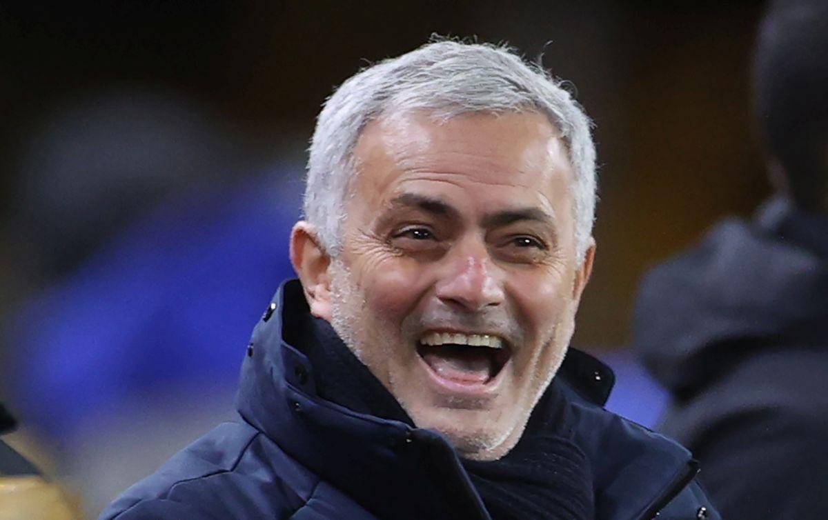 Mourinho fudbaleru Tottenhama poklonio pečeno prase: Znam da si sam za Božić, uživaj...