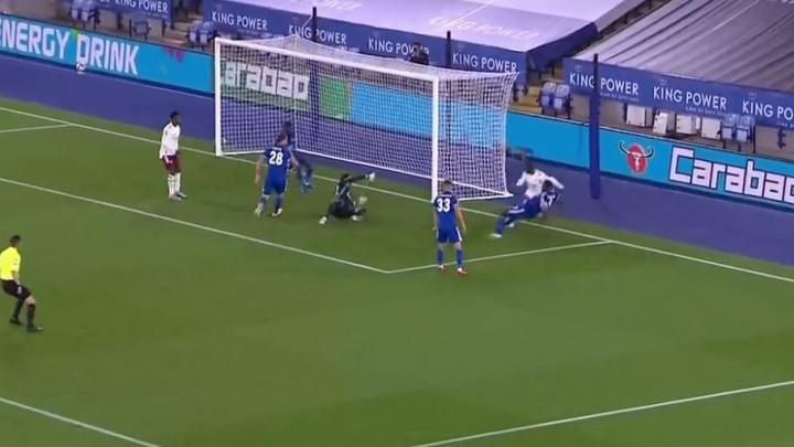 Arsenal poveo protiv Leicestera komičnim autogolom iskusnog Fuchsa