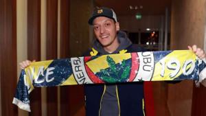 Poznato zbog čega Mesut Ozil još uvijek nije potpisao za Fenerbahče