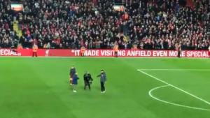 Neobične scene na Anfieldu: Kamerman za Kloppa imao poseban zahtjev, ali ga on ignorisao