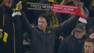 """Stihovi od kojih ćete se naježiti: Navijači Dortmunda zapjevali """"You'll Never Walk Alone"""""""