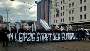 """Navijači iz Berlina marširali uz poruku kako je """"Leipzig nogometna smrt"""""""