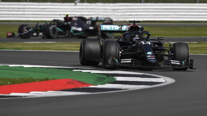 Nevjerovatna završnica na Silverstoneu pripala Hamiltonu, Bottas najveći gubitnik