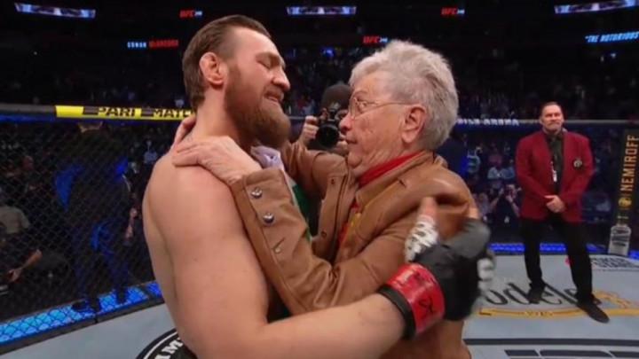 Conor zagrlio baku Donalda Cerronea, a zatim poslao jasnu poruku svima
