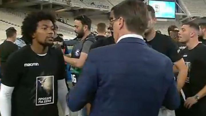 PAOK-ovi igrači nosili kontroverzne maske i porukom na majici dotukli rivala