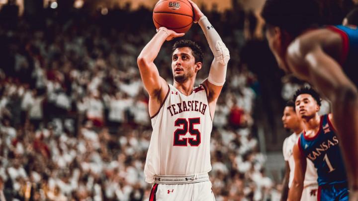 Armani Milano nudi višegodišnji ugovor košarkašu s Texas Tech sveučilišta