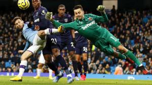 U West Hamu strahuju: Dovoljno je jedno rukovanje, kašalj...