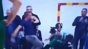 Skandal u Baru: Navijač udario američkog košarkaša na parketu