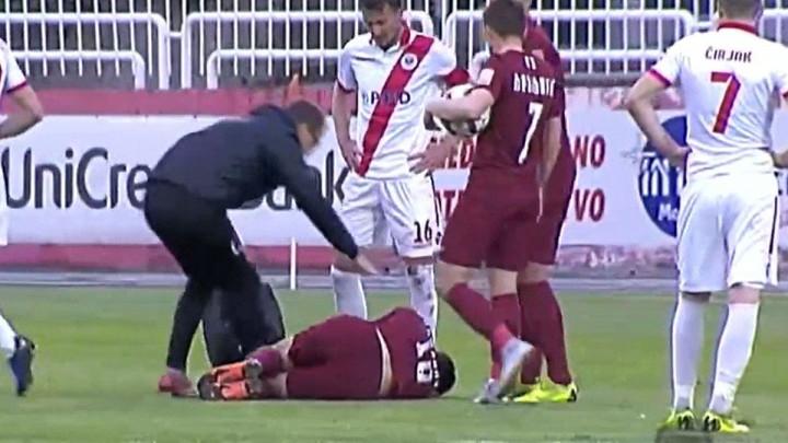 Topovski udar pukao par metara od Rahmanovića, fudbaler Sarajeva ostao na travi