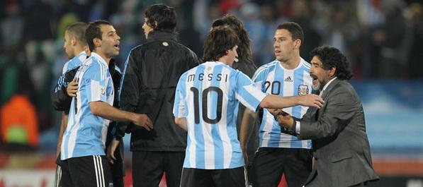 Maradona prkosi svim oponentima