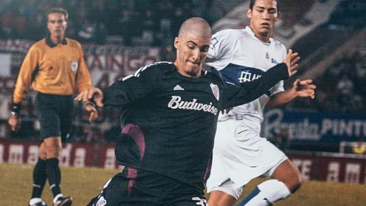 Na fotografiji nastaloj prije 15 godina se nalazi fudbaler koji je klubove koštao preko 160 miliona