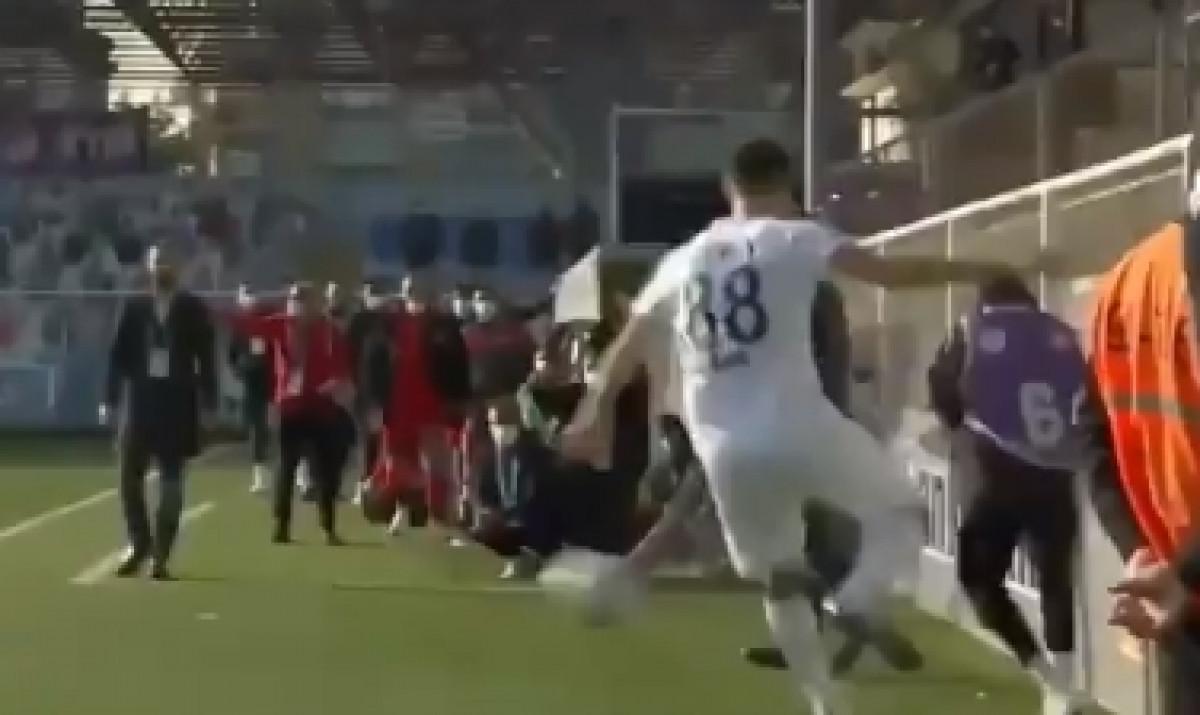 Bruka i sramota: Fudbaler namjerno napucao skupljača lopti