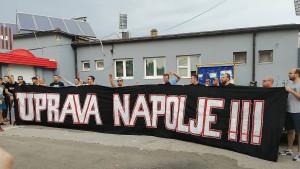 Fukare protestvovale ispred Tušnja: Navjerniji navijači Slobode nisu štedjeli nikoga