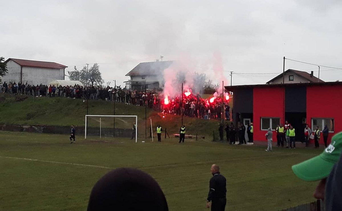 Navijači Omladinca 'zapalili' stadion Kerepa: Ovako se slave golovi u BiH!