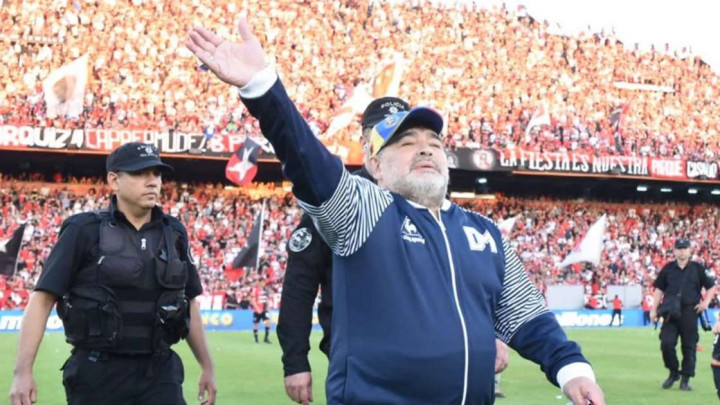 Maradona kroz suze poručio igračima Gimnasije da nije više njihov trener
