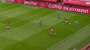 Svi su u nevjerici posmatrali šta to na terenu radi fudbaler Manchester Uniteda