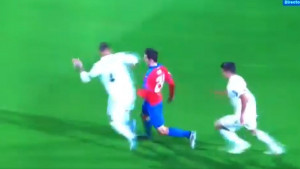 Bezobrazni Ramos unakazio lice defanzivca Viktorijer Plzen, sudac ostao nijem