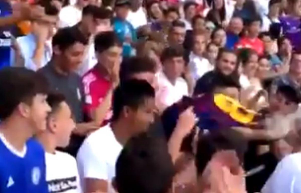 Došao u dresu Barcelone na Hazardovo predstavljanje, a onda je nastao haos na tribinama