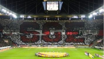 Koreografija Eintrachtovih Ultrasa, motiv više za fudbalere