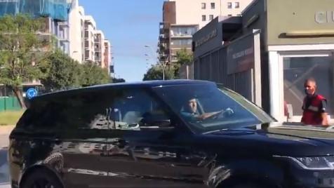 Zvijezda Barcelone u 31. godini po prvi put za volanom: Vidljivo je da je početnik