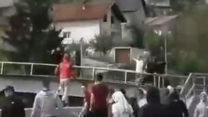 Do sada neobjavljeni video haosa u Olovu: Navijači uzvikivali 'Ostavi pištolj'