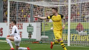 Borussia sjajnom igrom stigla do visoke pobjede protiv Freiburga i nastavila potjeru za Bayernom
