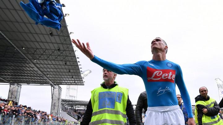 Navijači Napolija su danas bili bijesni na cijeli tim, ali su jednog igrača posebno ponizili