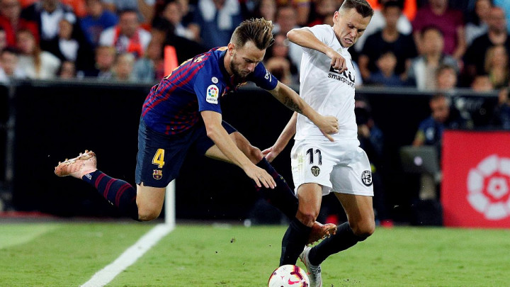 Valencia i Barcelona podijelili bodove na Mestalli, Sevilla lider