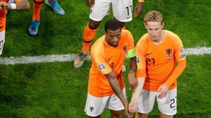 Svijet se divi potezu Wijnalduma i De Jonga tokom meča Holandija - Estonija