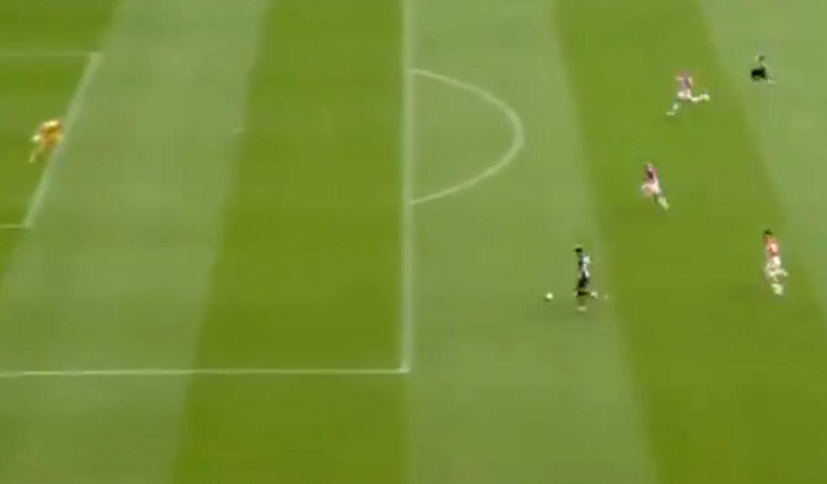 Nogometaš Newcastlea neće kasnije imati hrabrosti da pogleda šta je uradio u 17. minuti