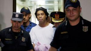 Ronaldinho iz zatvora prešao u kućni pritvor nakon što je uplatio 1,3 miliona funti