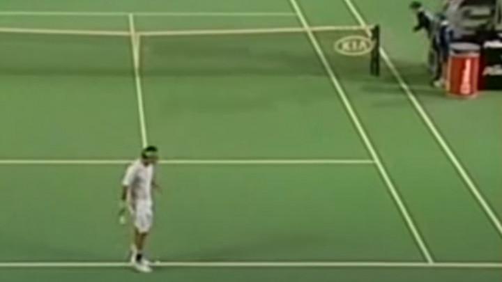 I Federer je znao pogoditi sakupljača loptica, ali i proći nekažnjeno