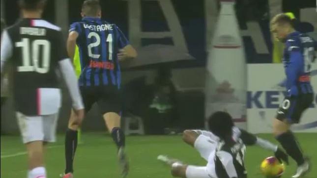Opet bura na Apeninima i opet Juventus: Zašto VAR nije intervenisao?