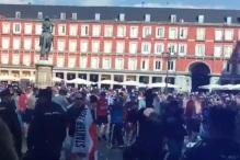 Leicesterovi navijači vrijeđaju Špance i uriniraju po trgu