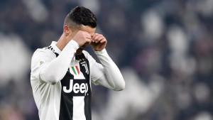 Ronaldo baš ne voli da gubi: Golmanu koji mu je odbranio penal nije želio dati dres!