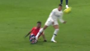 Mbappe je imao sreću što je PSG već dobio crveni karton jer je lako mogao dobiti žestoku suspenziju
