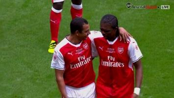 Urnebesan gaf: Legenda Arsenala zaboravila pravila fudbala