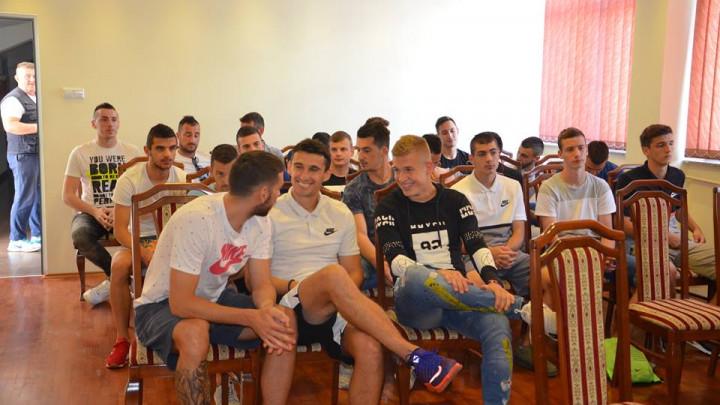 Okupili se fudbaleri Borca, neplanirani odlasci muče Vojvodića