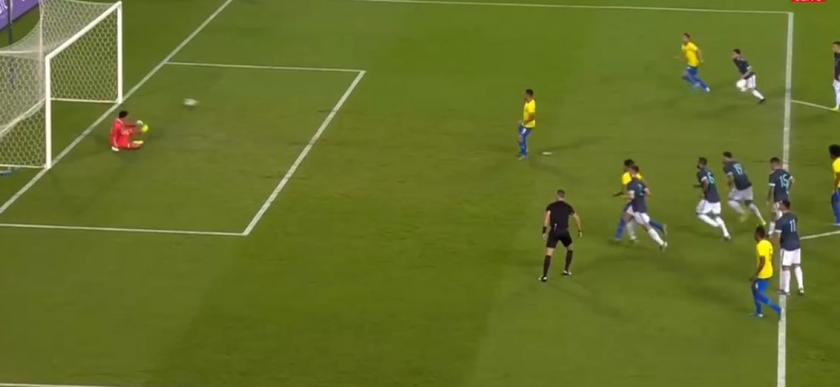 Gabriel Jesus se obrukao izvodeći penal protiv Argentine, Messi to kaznio, iako je i on promašio