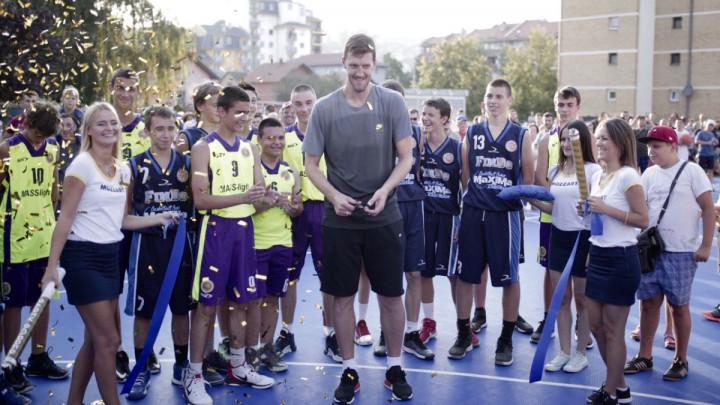 Mozzart u Doboju obnovio košarkaški teren u čast Ognjena Kuzmića