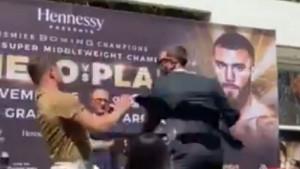 Opšta tuča dvojice šampiona na sučeljavanju