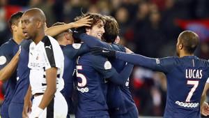 Adrien Rabiot prvo ostao bez dogovora sa Barcom, a sada ostaje i bez plate u PSG-u