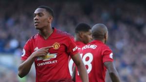 Dok su svi gledali svađu Mourinha s navijačima na drugoj strani je Martial napravio sjajan potez